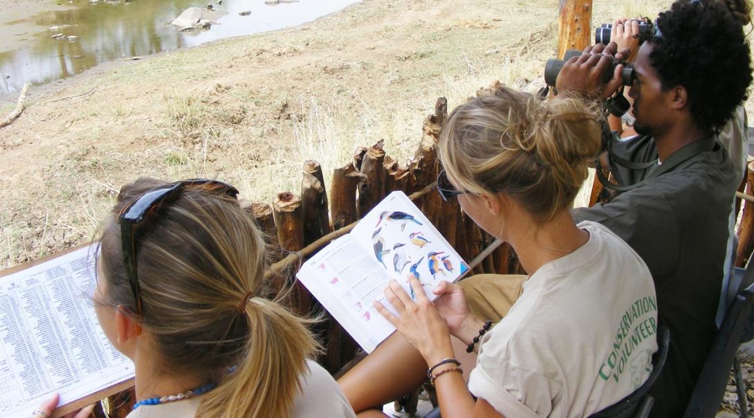 ボツワナで野鳥の生態調査に取り組む高校生ボランティア